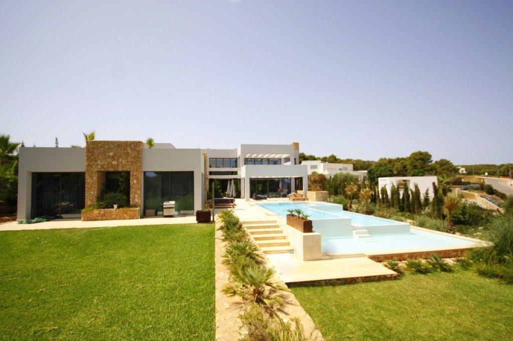Luxury modern villa in Sol de Mallorca with sea views